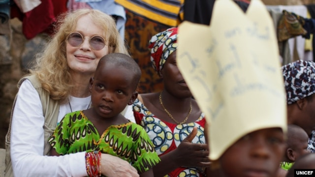 From 12 to 22 February 2012, UNICEF Goodwill Ambassador Mia Farrow traveled to Chad and the DRC to promote expanded polio eradication efforts and to review other UNICEF-supported programs.