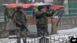 تندروان روز شنبه بر یک پایگاه نظامیان هندی در جمو یورش بردند