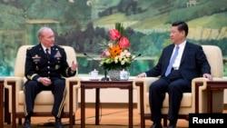 参谋长联席会议主席邓普西上将4月23日与中国国家主席习近平交谈