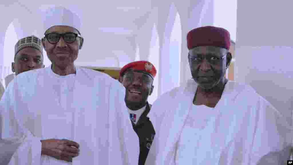 Shugaba Muhammad Buhari a fadarsa dake Abuja. Ranar Juma'a 5, ga watan Mayu shekara 2017