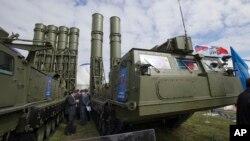 러시아가 시리아 타르투스 해군기지에 배치한 것으로 알려진 S-300 지대공 요격미사일. (자료사진)