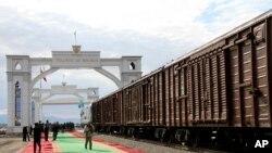 資料照片:伊朗和土庫曼斯坦之間的火車貨運服務(2014年12月3日)