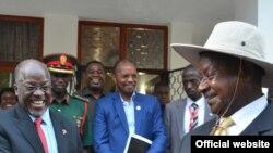 Rais John Magufuli na Rais Yoweri Museveni