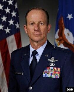 Trợ lý Ngoại trưởng Mỹ David R. Stilwell từng là một tướng lãnh không quân Mỹ (DOD)