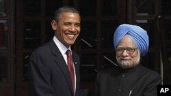 奥巴马在访印度时受到印度总理辛格欢迎