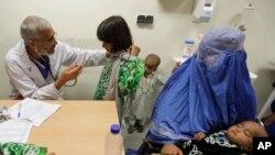 وزیر صحت عامۀ افغانستان می گوید که حتا در مناطق ناامن افغانستان کلنیکهای صحی باز است