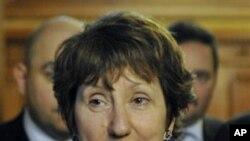ຫົວໜ້ານະໂຍບາຍຕ່າງປະເທດຂອງສະຫະພາບຢູໂຣບ ທ່ານນາງ Catherine Ashton ຖະແຫຼງຕໍ່ພວກນັກຂ່າວ ລຸນຫຼັງການພົບປະ ກັບລັດຖະມົນຕີການຕ່າງປະເທດຮັງກາຣີ (7 ມັງກອນ 2011)