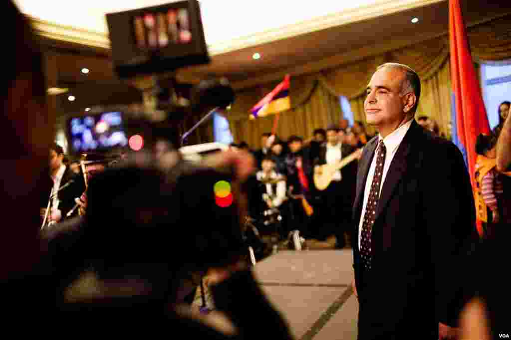 California-born Raffi Hovhannisyan also embarked on a presidential campaign across Armenia, Yerevan, Armenia, Feb. 16, 2013. (V. Undritz/VOA)