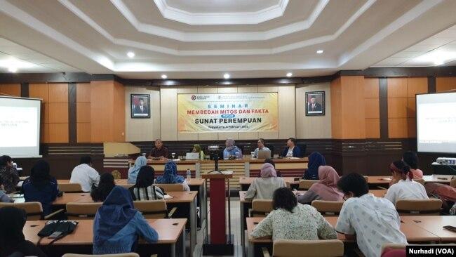 Diskusi Membedah Mitos dan Fakta Tentang Sunat Perempuan di PSKK UGM, Kamis, 6 Februari 2020. (Foto: VOA/ Nurhadi)