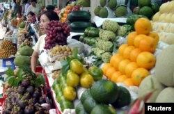 Ven chợ Bến Thành, TP.HCM, có nhiều hàng bán rong nhộn nhịp khi chưa có dịch Covid-19