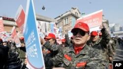 3月25日南韓軍人抗議北韓的核武器威攝。
