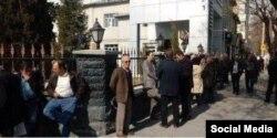 تجمع معلمان و فرهنگیان ارومیه، در مقابل ساختمان اداره کل آموزش و پرورش این استان