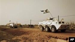 Beberapa anggota pasukan penjaga perdamaian PBB melakukan patroli di wilayah Abyei (foto: dok).