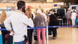 Mijëra turistë rusë e britanikë largohen nga Sharm el-Sheikh