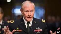 Ketua Gabungan Kepala Staf Angkatan Bersenjata AS, Jenderal Martin Dempsey menyampaikan lima opsi intervensi militer AS di Suriah (foto: dok).