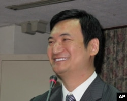 台湾行政院新闻局局长杨永明接受质询