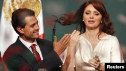 Durante su matrimonio con la fallecida Mónica Petrelini, Peña Nieto tuvo dos hijos producto de sus aventuras.