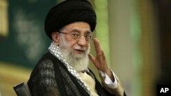 El lider supremo de Irán, Ali Khamenei, está El líder supremo de Irán, Ali Khamenei, está seguro que las potencias occidentales no han logrado someter a Irán en las negociaciones sobre su programa nuclear.