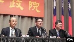 台湾行政院经贸主官举行记者会 说明中韩FTA对台湾的冲击(美国之音许波拍摄)