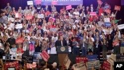 Predsednik Tramp drži govor u Finiksu, Arizoni