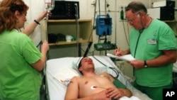 뇌수막염으로 입원치료를 받고있는 환자