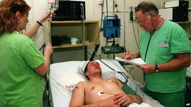 Pasien yang sakit akibat wabah meningitis dirawat di sebuah rumah sakit AS. Wabah ini telah menyebabkan 32 kematian dan 400 lebih jatuh sakit di seluruh AS (foto: dok).