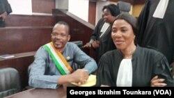 Alain Lobognon lors de son procès, à Abidjan, le 14 fevrier 2019. (VOA/Georges Ibrahim Tounkara)