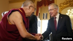 Harry Reid, líder de la mayoría del Senado, dijo que el Dalai Lama le hizo recordar lo peligroso que permitir el avance del cambio climático.