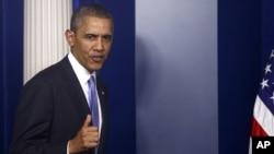 Tổng thống Obama bước vào phòng họp báo tại Tòa Bạch Ốc, ngày 16/10/2013.