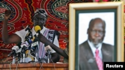 FILE - Rebecca Nyandeng, the widow of late former rebel Sudan People's Liberation Movement leader John Garang, addresses mourners during the funeral service in Juba, August 6, 2005.