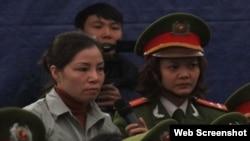 Nguyễn Thị Huệ trong phiên tòa phúc thẩm. (Ảnh chụp màn hình trang web congly.com.vn)