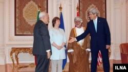 به ترتیب از چپ: جان کری وزیر خارجه آمریکا، یوسف بن علوی وزیر خارجه عمان، کاترین اشتون نماینده اتحادیه اروپا و محمدجواد ظریف وزیر امور خارجه ایران