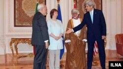 به ترتیب از راست: جان کری وزیر خارجه آمریکا، یوسف بن علوی وزیر خارجه عمان، کاترین اشتون مسئول(سابق) سیاست خارجی اتحادیه اروپا و محمدجواد ظریف وزیر خارجه ایران