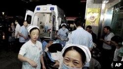 一位在富士康工厂爆炸中受伤的人被送往成都的一家医院