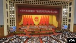 中国第十二届全国人民代表大会第三次会议3月5日在北京人民大会堂开幕,图为大会现场。(美国之音东方拍摄)