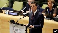 Presiden Meksiko Enrique Peña Nieto berpidato dalam KTT PBB untuk pengungsi dan migran (19/9). (AP/Richard Drew)