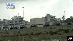 ຂະບວນລົດຖັງຂອງລັດຖະບານຊີເຣຍ ກໍາລັງເຄຶ່ອນເຂົ້າໄປໃນເມືອງທ່າ Latakia ມື້ວັນເສົາ ທີ່ 13 ເດືອນສິງຫານີ້ ເພື່ອປາບປາມພວກປະທ້ວງ