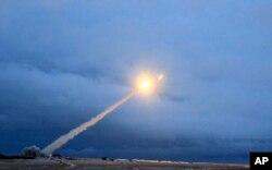 지난해 3월 러시아 정부가 신형 핵추진 대륙간 순항미사일을 시험발사했다며 공개한 영상.
