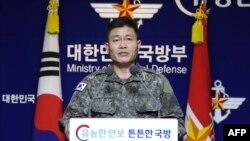 전동진 한국 합참 작전부장이 28일 서울 국방부에서 북한의 발사체 발사 관련 브리핑을 하고 있다.