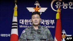 General Major Jeon Dong-jin wo mu ngabo za Koreya y'epfo avuga igihe Koreya ya ruguru yageragezaga misile.