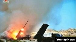 북한 조선중앙 TV에서 보도한 군부대 포 실탄사격 훈련 모습. (자료사진)