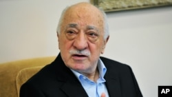 ນັກສອນສາສະໜາອິສລາມ ທ່ານ Fethullah Gulen ກ່າວຕໍ່ບັນ ດານັກຂ່າວທີ່ບ້ານພັກໃນເມືອງ Saylorsburg ລັດ Pensylvania.