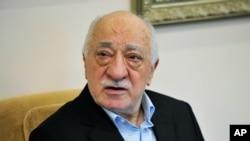 Giáo sĩ Gulen nói rằng ông không tham gia vào cuộc đảo chính và ông lên án bạo lực.