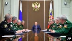 Rusya Cumhurbaşkanı Putin askeri yetkililerle