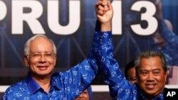 2013年5月6﹐馬來西亞總理納吉布(左) 同他的副手副總理慕尤丁亞辛(右)在吉隆坡慶祝選舉勝利。