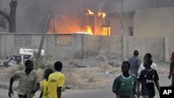 1月20号,尼日利亚北部城市卡诺的警察局升起浓烟