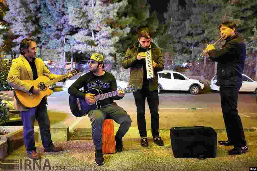 نوازندگان خیابانی تهران عکس: عبدالله حیدری