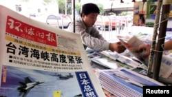 资料照:北京街头报摊上的环球时报
