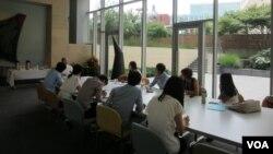 지난 2013년 한국에서 방문한 탈북 대학생들이 미국 워싱턴의 남북나눔운동(KASM)이 주최한 연수 프로그램에 참여했다. (자료사진)