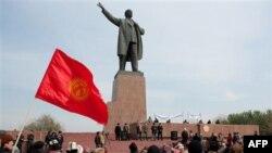 Qirg'izistonda yangi prezident va kelajak haqida bahslar